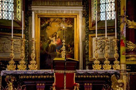 Alttaritaulu kirkossa